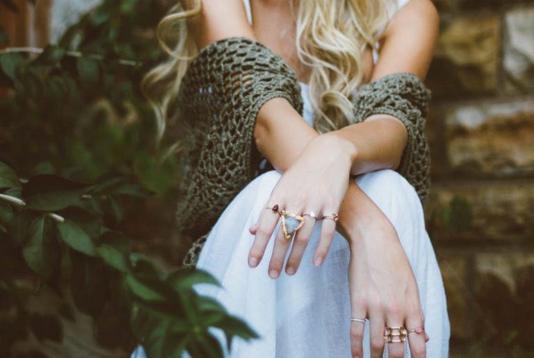 Jak biżuteria wpływa na kobiece piękno?